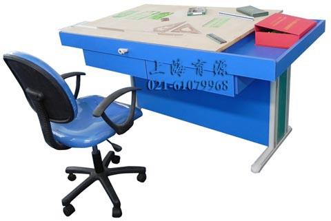 支架采用钢架结构,桌面板采用东北优质加厚椴木材料的1号绘图板,并可